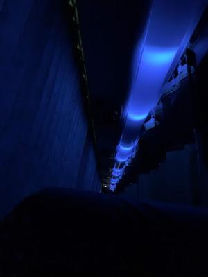 ジェイアールバス東北車両 車内の青照明
