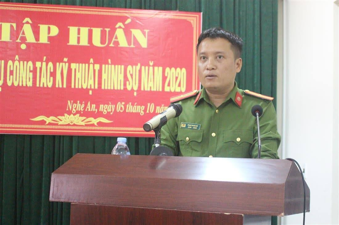 Đại diện học viên lớp học phát biểu tại buổi bế mạc Hội nghị tập huấn