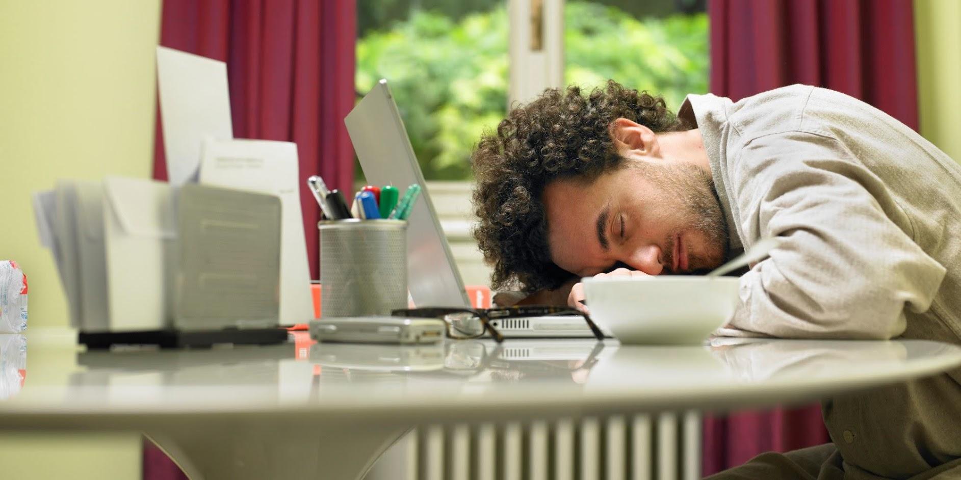 Khó ngủ có nên nằm nệm nước người lớn không?