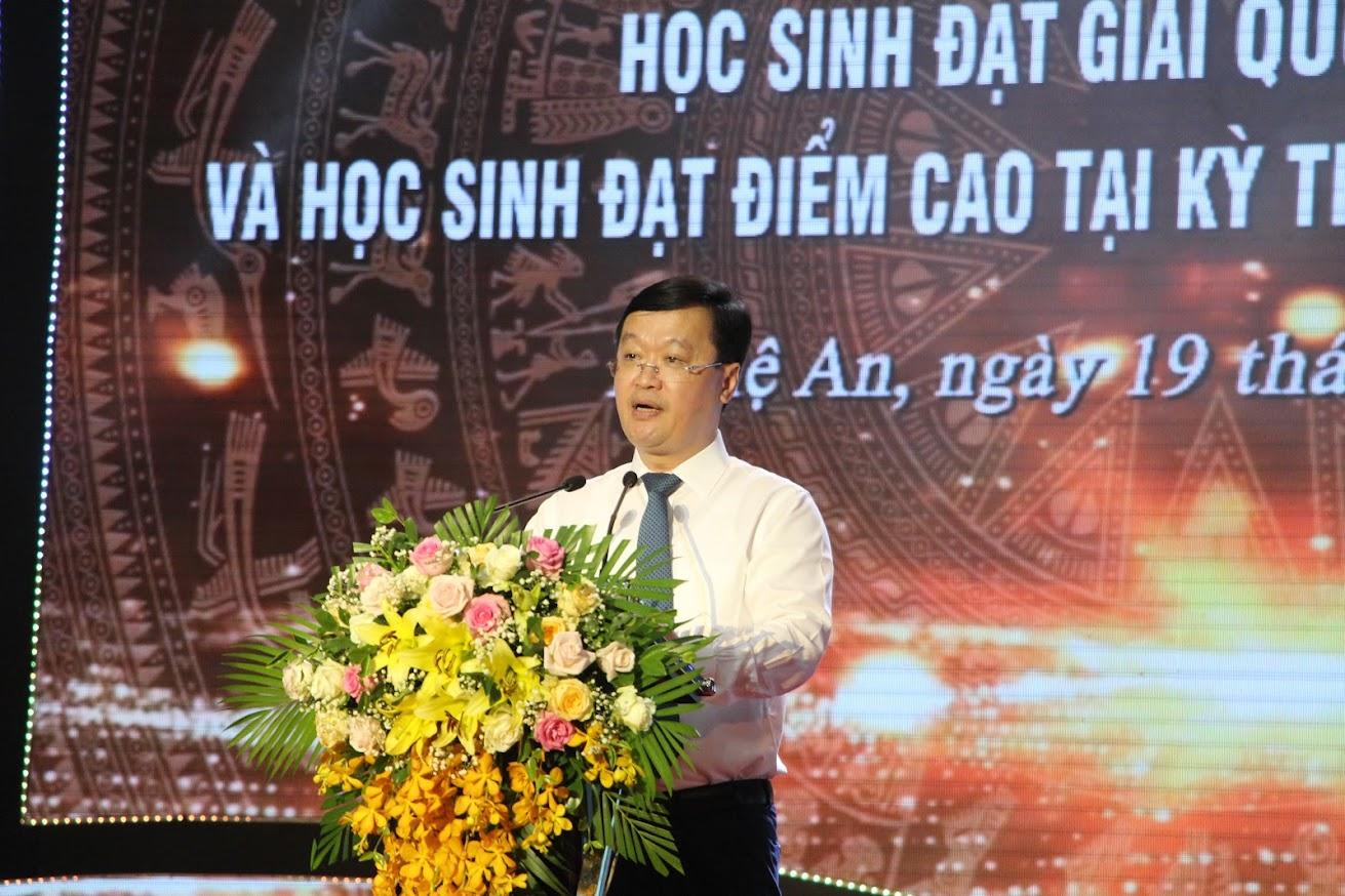 Đồng chí Nguyễn Đức Trung - Phó Bí thư Tỉnh uỷ, Chủ tịch UBND tỉnh phát biểu tại buổi lễ.