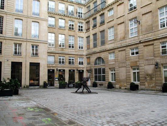 エミリー、パリへ行く SAVOIRのオフィス