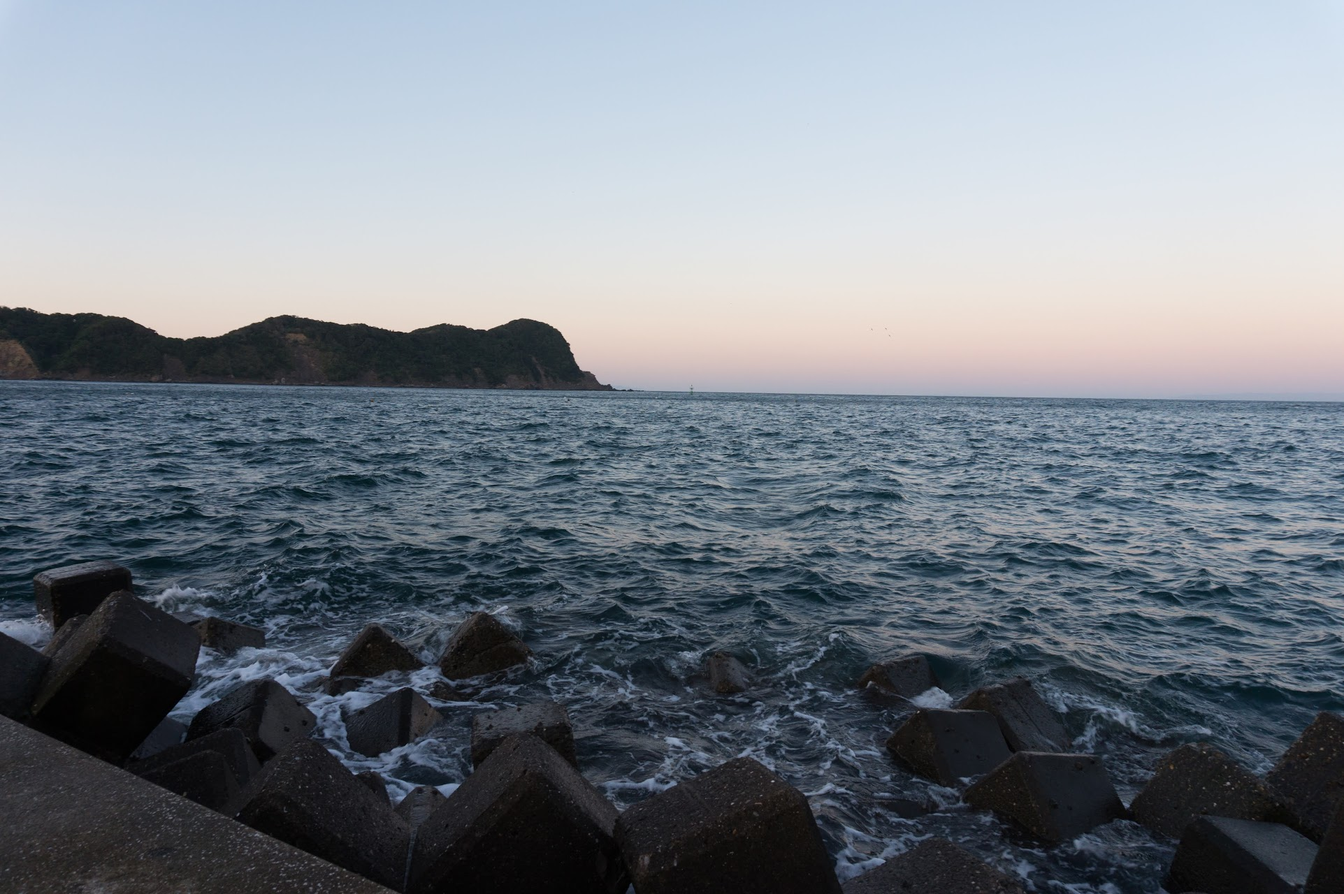 かもだ岬先端の漁港