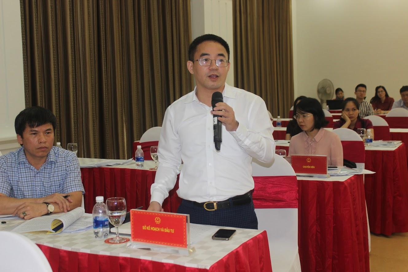Đại diện Sở Kế hoạch – Đầu tư giải trình ý kiến của các đại biểu HĐND tỉnh liên quan đến chủ trương đầu tư các dự án