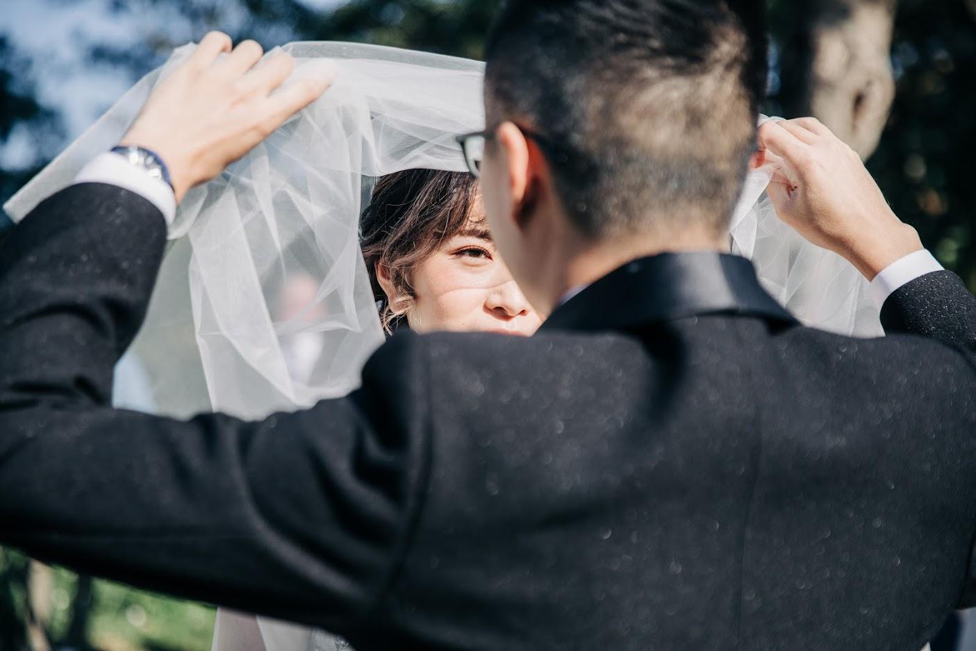 戶外婚禮掀頭紗
