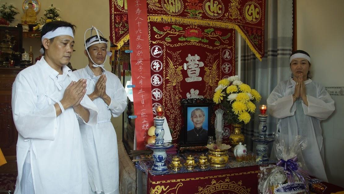 Viếng tang thân mẫu của HTr Quảng Từ Nguyễn Thị Kim Cúc.