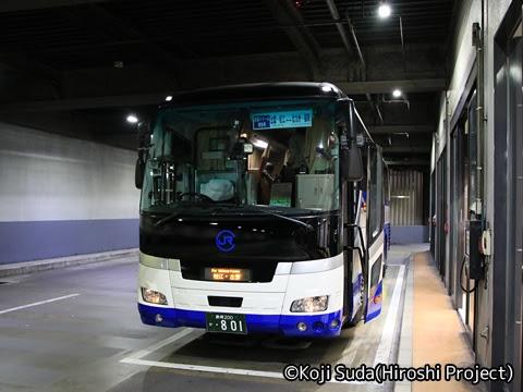 中国JRバス「出雲ドリーム博多号」 641-3955 博多バスターミナル乗車改札中