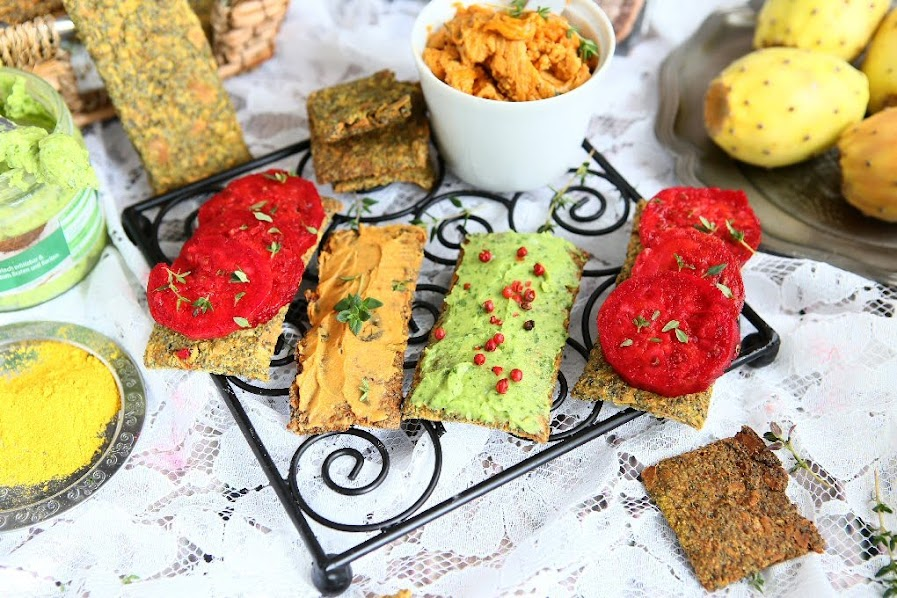 Curry Rye Oat Crackers