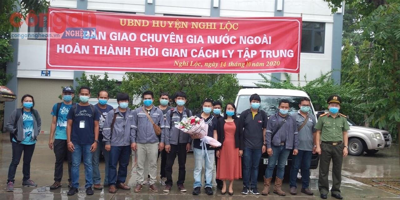 Nghi Lộc bàn giao 13 chuyên gia Thái Lan hết thời hạn cách ly tập trung phòng, chống dịch COVID-19