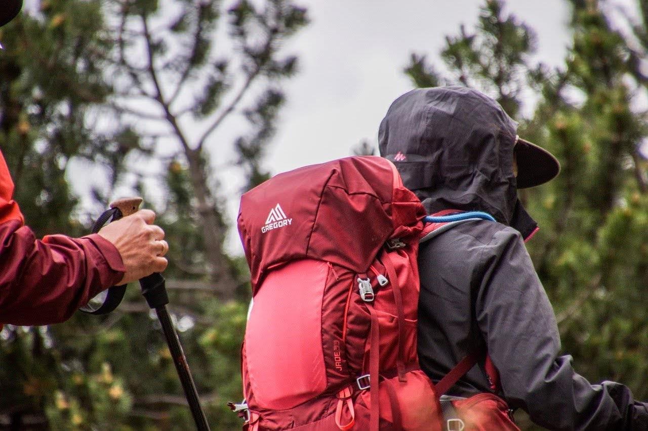 雨の登山では「ウェア(着替え)を1セット多めに持って行く」ことが低体温症と悪臭予防に効果的