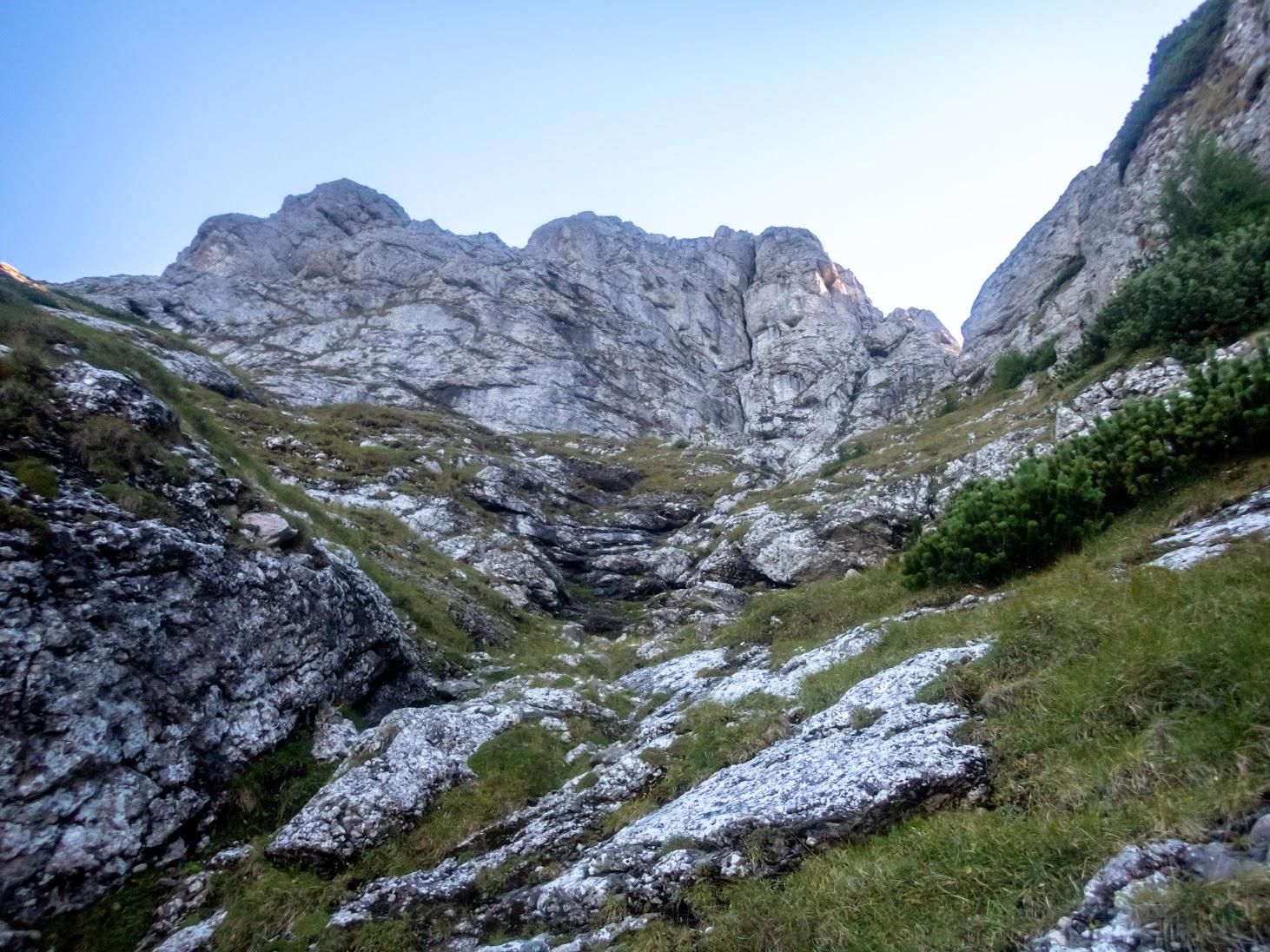 Valea Seacă a Coştilei, Brâul cu Jnepeni (Munţii Bucegi)