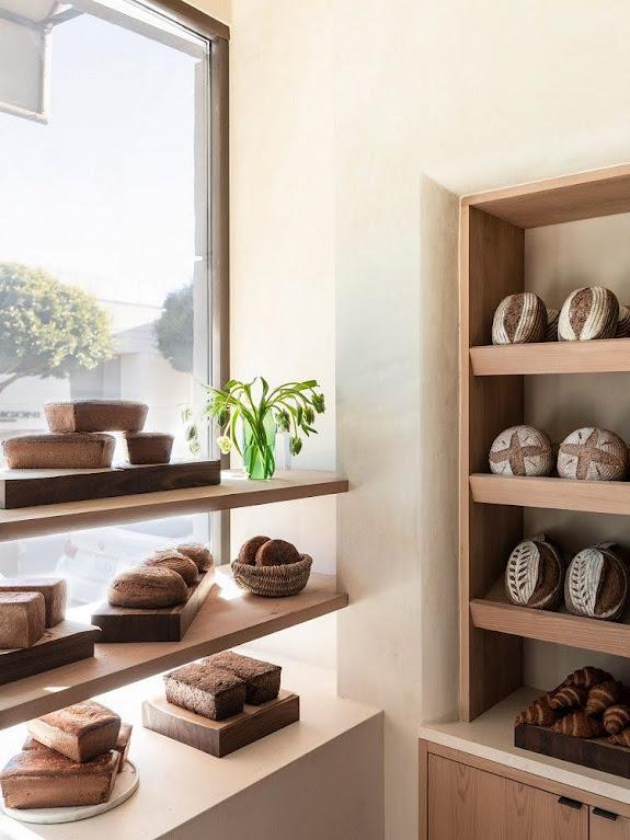 nội thất cửa hàng bánh