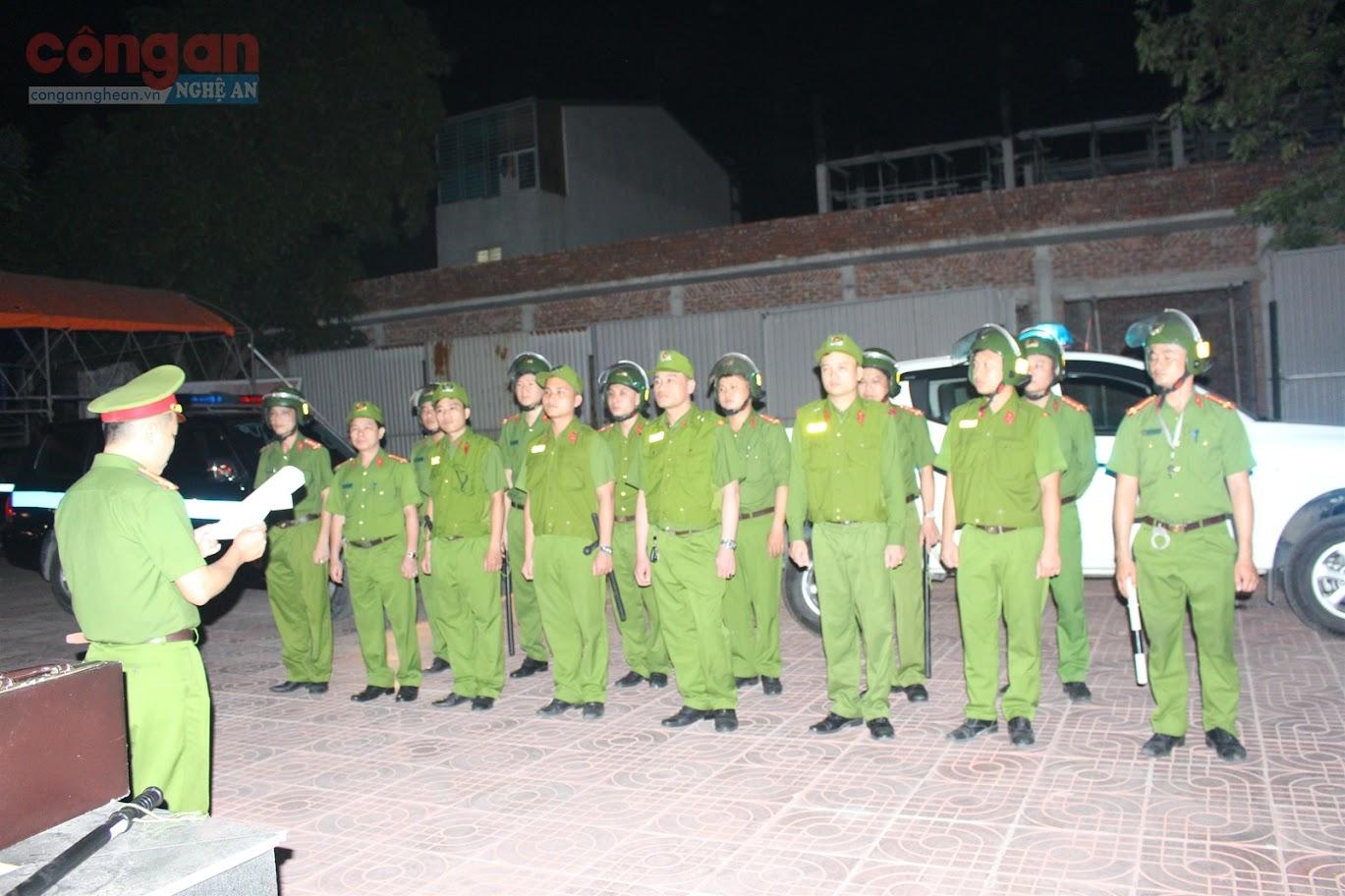 CBCS Phòng Cảnh sát QLHC về TTXH ra quân tuần tra vũ trang xử lý vi phạm pháp luật