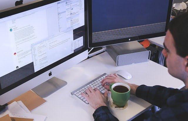 Lavoro - Photo credit: Foto di StartupStockPhotos da Pixabay