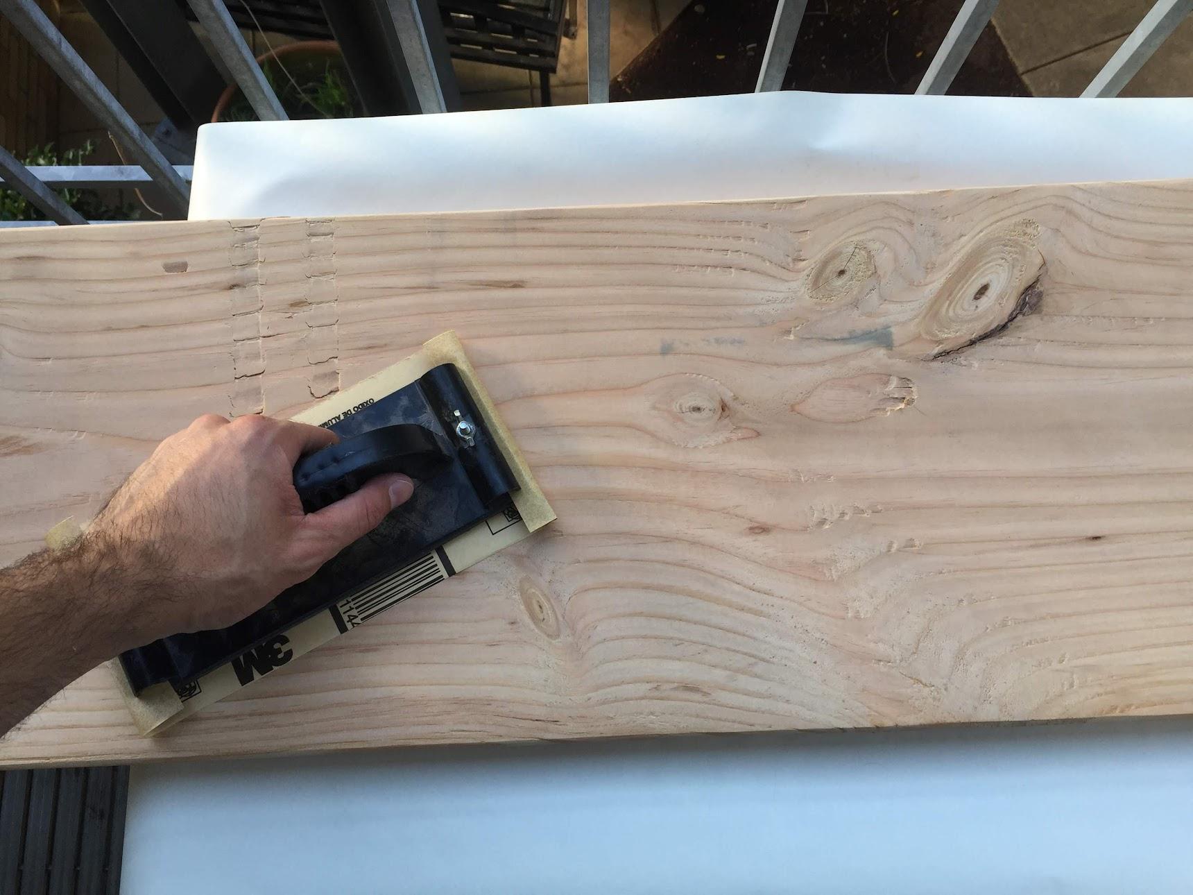 Hand sand board