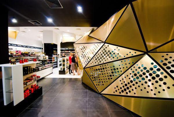 thiết kế cửa hàng nước hoa