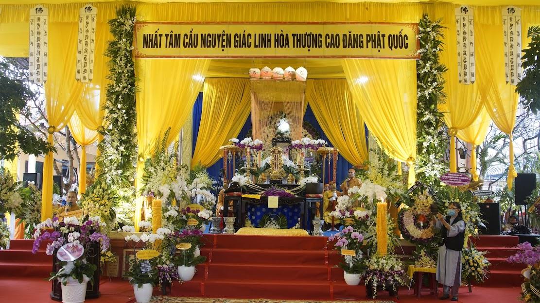 Đảnh lễ kính viếng Giác linh Hòa thượng đạo hiệu thượng  Ngộ hạ Tánh tân viên tịch