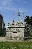 Calvaire et chapelle de Tronoën