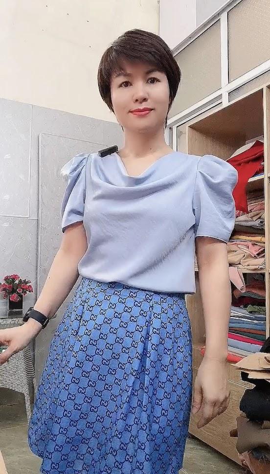 Áo cổ đổ phối đồ với chân váy bút chì và vá xòe thời trang thủy thái bình