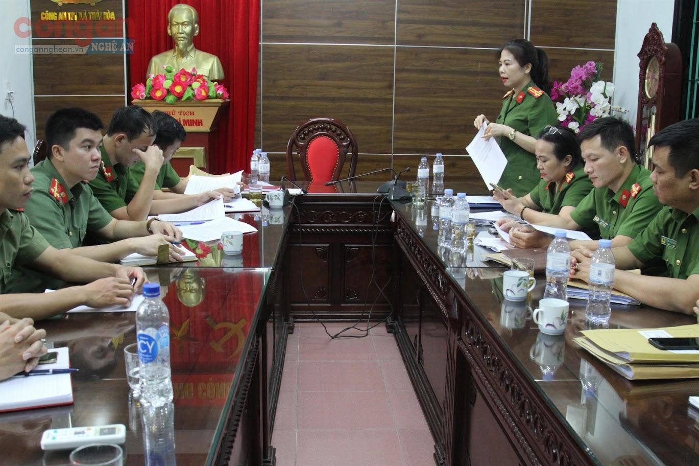 Đoàn công tác của Công an tỉnh Nghệ An làm việc với Công an TX Thái Hòa              về công tác tổng kiểm tra, vận động toàn dân giao nộp và đấu tranh                   với tội phạm, vi phạm pháp luật về VK, VLN, CCHT