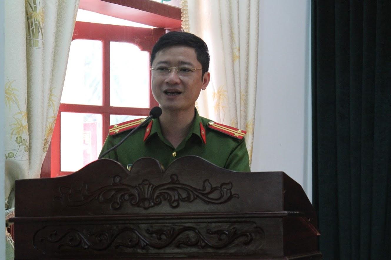 Trung tá Trần Ngọc Tuấn, Trưởng Công an TX Thái Hòa phát biểu tại Hội nghị