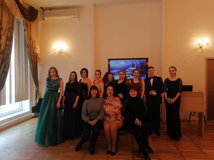 В канун католического рождества в библиотеке им. М. Горького, студенты ВГИИК представили концертную программу «Рождественская сказка»