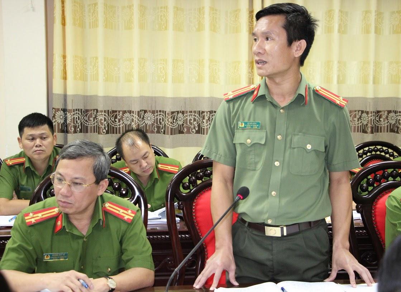 Đồng chí Trung tá Lê Đức Dũng  – Phó Trưởng Công an TP Vinh báo cáo kết quả lĩnh vực công tác phụ trách
