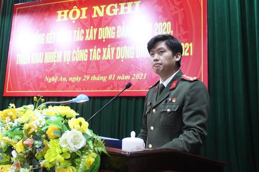 Các đại biểu tham luận tại Hội nghị