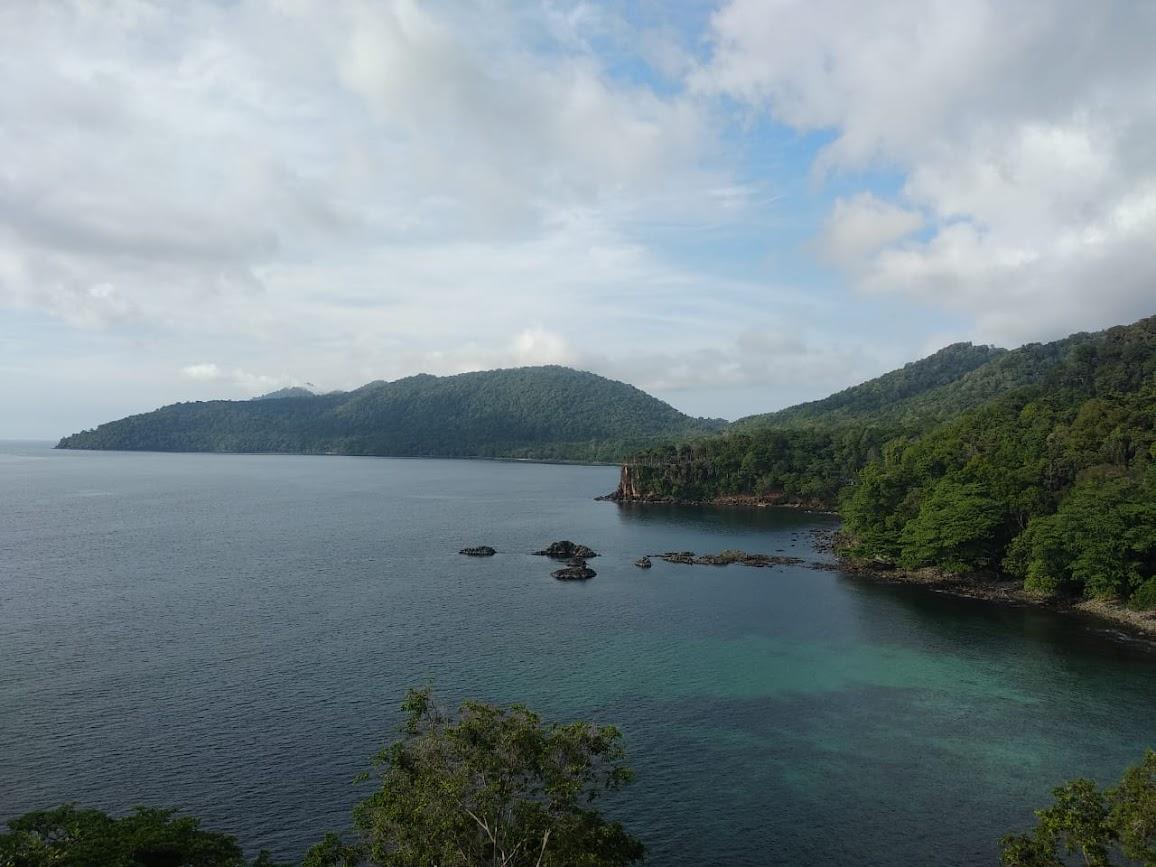 Pemandangan di area Goa Sarang