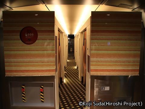 JR西日本 117系「WEST EXPRESS 銀河」 山陽ルート(上り)の旅_夜の車内_01