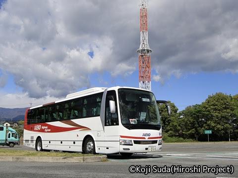 京王バス「中央高速バス白馬線」 51311 双葉SAにて_01