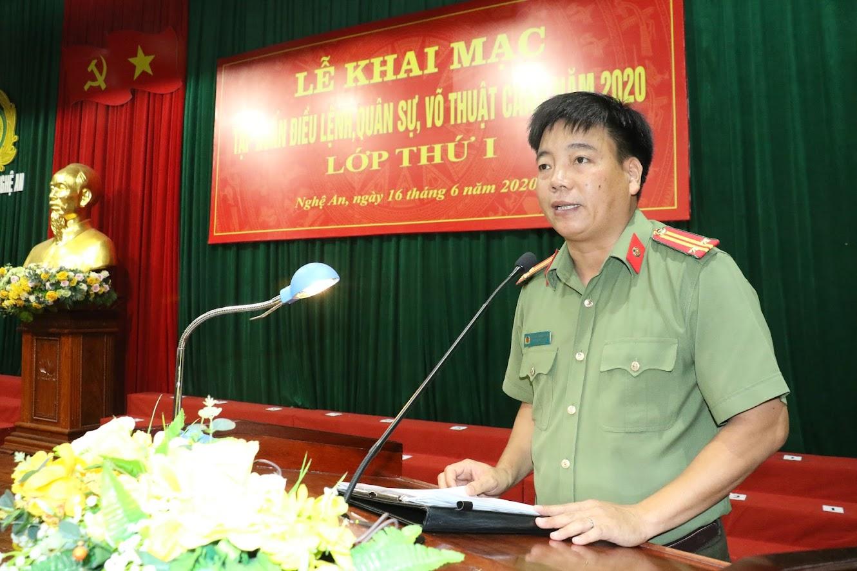 Trung tá Nguyễn Trọng Khanh phát biểu nội quy lớp tập huấn và công bố quyết định thành lập lớp và ban chỉ đạo.
