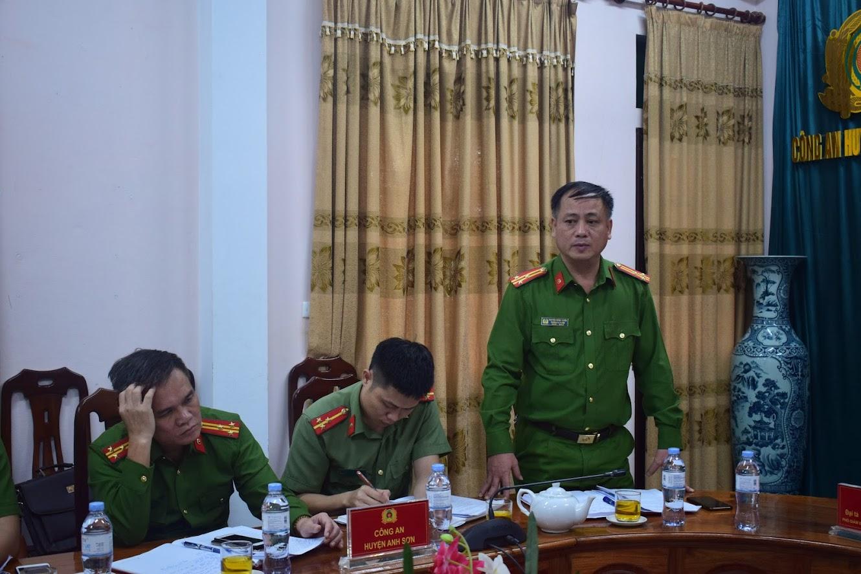 Đồng chí Thượng tá Hồ Hồng Tuyến, Trưởng Công an huyện Anh Sơn phát biểu tại Hội nghị