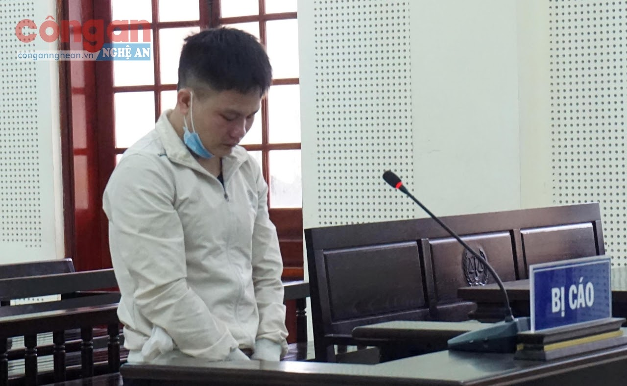 Bị cáo Và Bá Xê tại phiên tòa