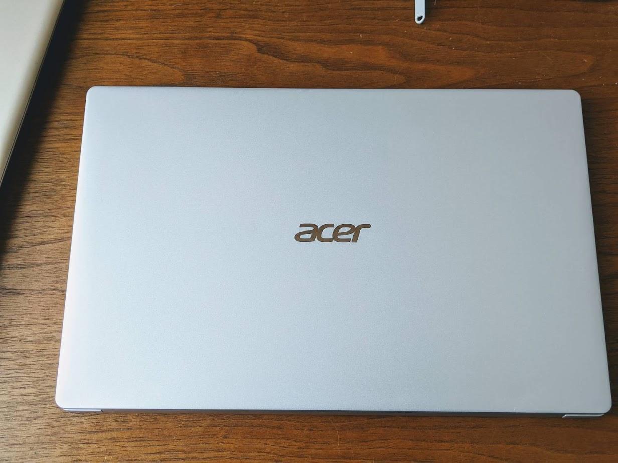 Acer Swift5 シルバー 閉じている画像