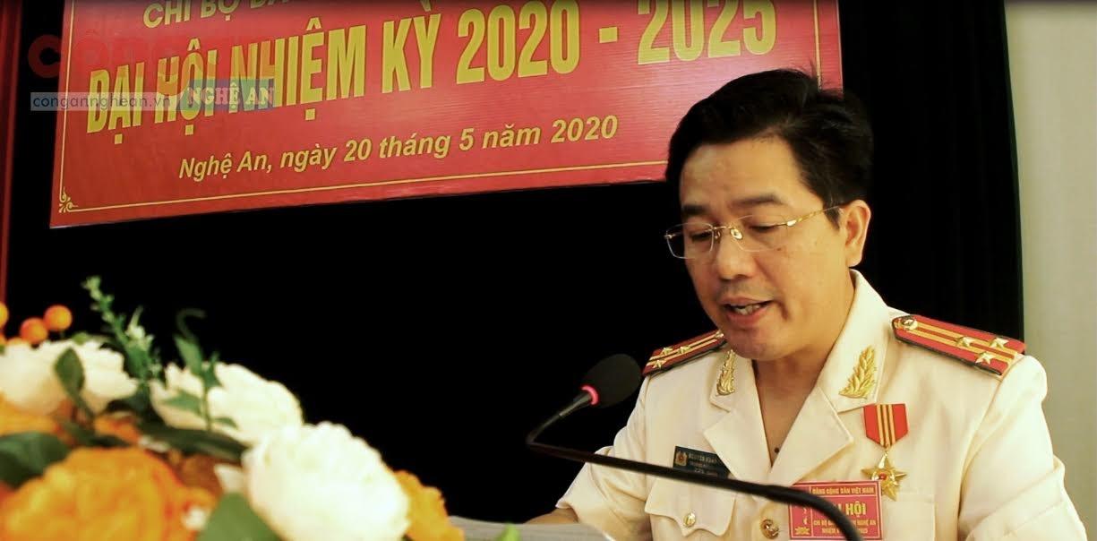Thượng tá Nguyễn Xuân Thư, Bí thư Chi bộ Báo Công an Nghệ An phát biểu khai mạc