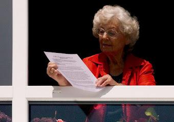 Walborg liest ihre Rede.