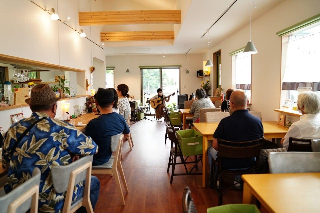6月21日 鴻巣市の「音音(おとね)かふぇ」で演奏させていただきました。(14)