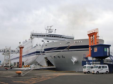 太平洋フェリー「きたかみ」 仙台港にて