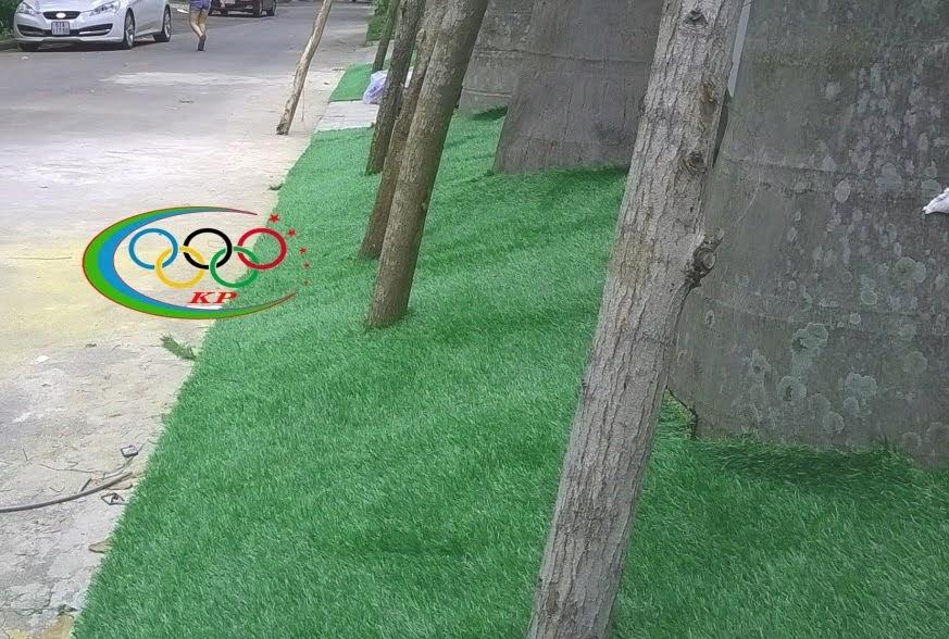 Trang hoàng Thảm cỏ nhựa sử dụng để thiết kế quán cafe