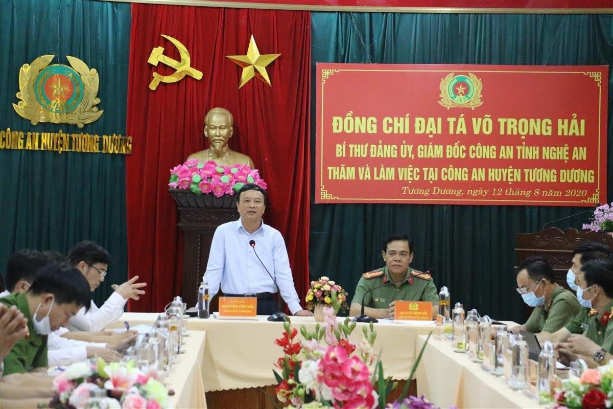 Đồng chí Nguyễn Văn Hải, Tỉnh uỷ viên, Bí thư Huyện uỷ đánh giá cao các kết quả công an huyện Tương Dương đạt được trong thời gian qua