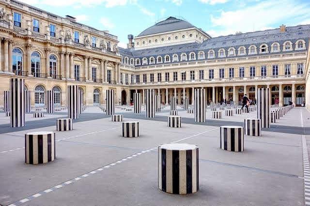 エミリー、パリへ行く 最後のインスタ / ビュランの円柱
