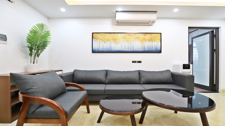 Stunning 2 – bedroom apartment in Lac Long Quan street, Tay Ho district for rent