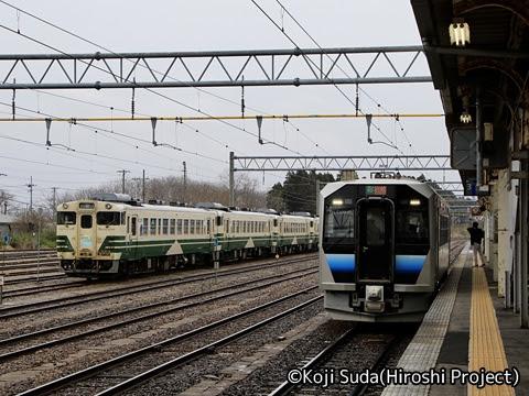 JR東日本 五能線 GV-E400系 東能代にて_01