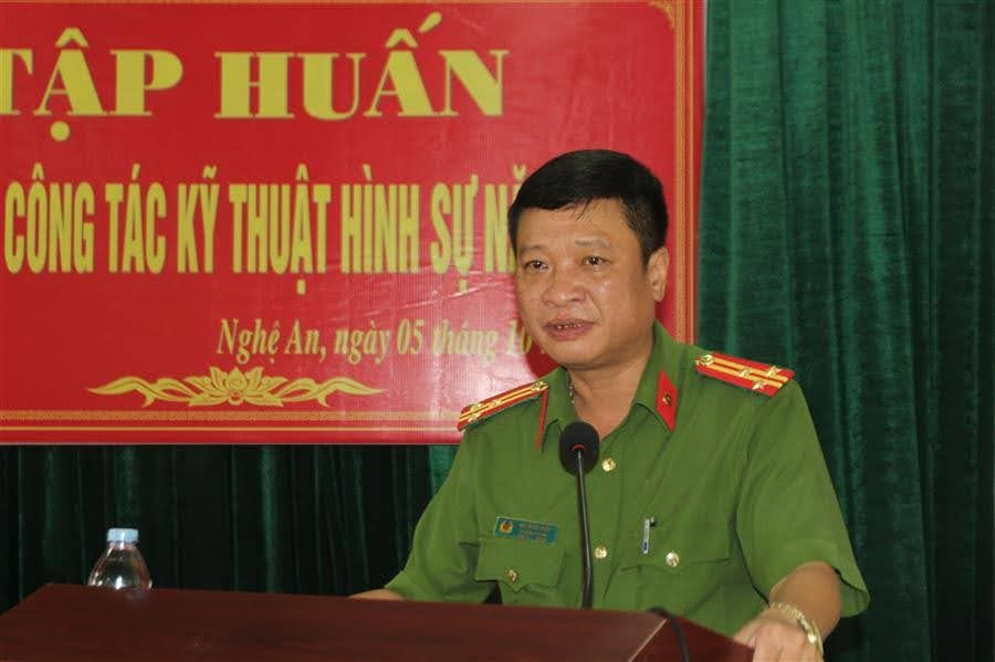 Đồng chí thượng tá Bùi Minh Hiếu, Trưởng phòng KTHS Công an Nghệ An phát biểu tại buổi lễ khai mạc lớp tập huấn