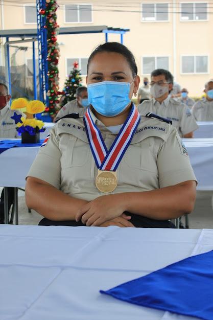 PRESIDENTE HONRA A POLICÍA PENITENCIARIA POR SU LUCHA CONTRA LA PANDEMIA