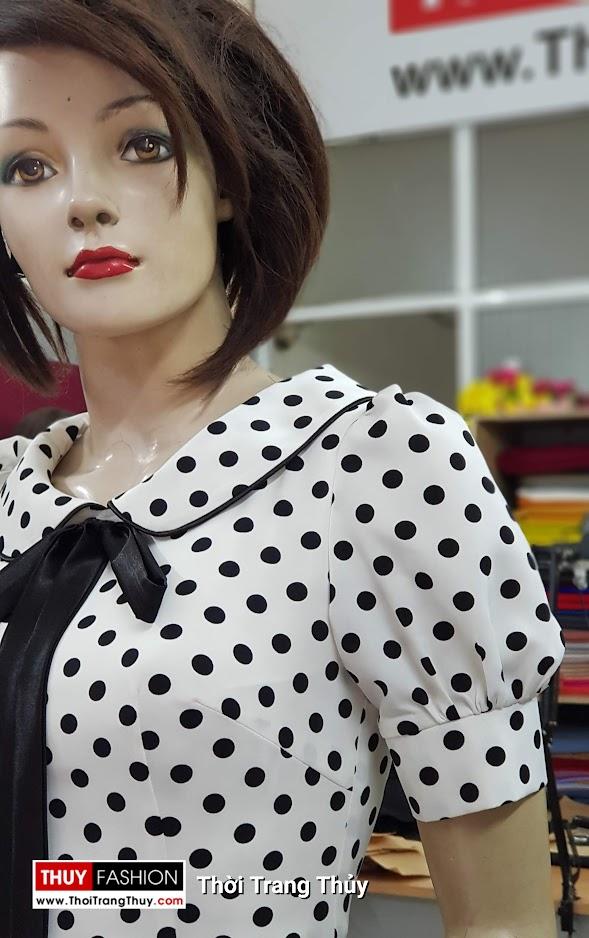 Váy xòe midi vải lụa chấm bi đen trắng dài qua gối V708 thời trang thủy quảng ninh