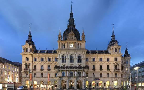 Rathaus and square
