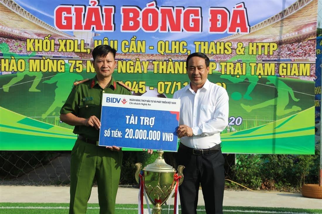 Giải bóng đá có sự tham gia tài trợ số tiền 20.000.000 đồng của Ngân hàng Đầu tư và phát triển Việt Nam chi nhánh Nghệ An