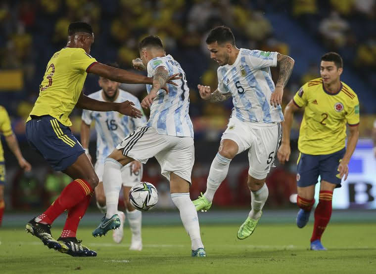 Argentina se durmió y Colombia empató el partido en el final