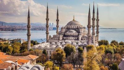 Polisi Paksa Jamaah Keluar dari Masjid, Kejadian ini sempat Heboh di Turki